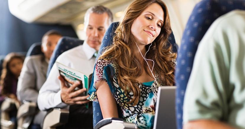 Femme sur un avion
