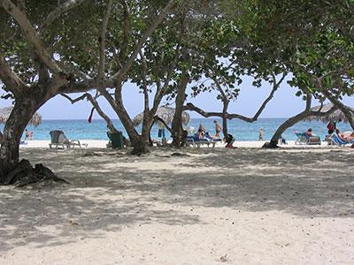 Plage Esmeralda guardalavaca à Cuba