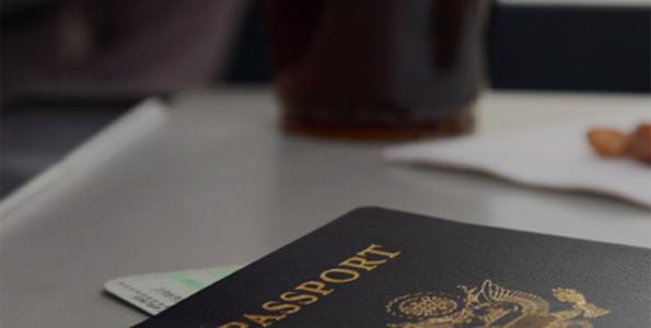 Passeport et un café